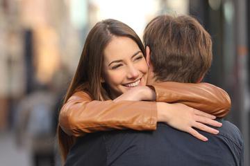 ハグの効果!ストレス解消し大切な人と抱き合うことで幸せに!