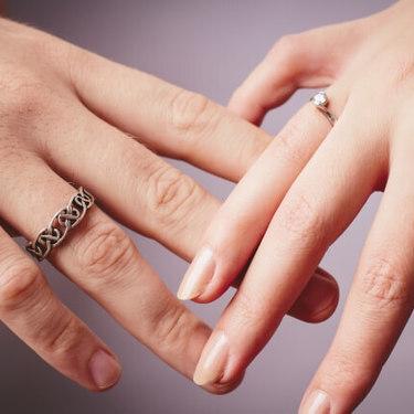 男性 右手 薬指 指輪