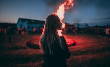 【夢占い】火・炎・火事の夢の意味は?幸運を表す?