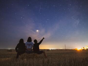 【夢占い】流れ星の夢の意味11選!願いごとを流れ星にする夢など!