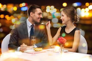 「あーん」して食べさせたがる彼氏の心理!彼女が好きでたまらない?