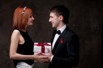 バレンタインチョコの渡し方7選!本命男性をドキッとさせるには?