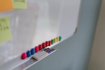 【100均】ダイソーのホワイトボードが人気!サイズや種類は?