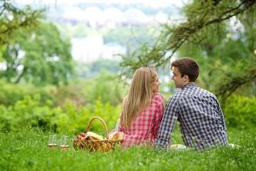 ピクニックデートがしたい!持ち物やおすすめのスポット紹介!