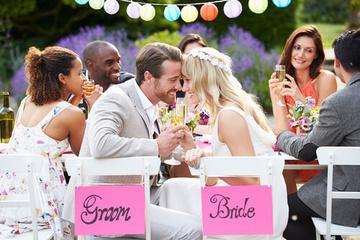 花嫁のティアラヘアスタイル32選!結婚式の髪型はこれできまり!