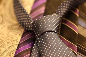 コンビニでネクタイは買える?値段は?黒・白ネクタイやピンもある?