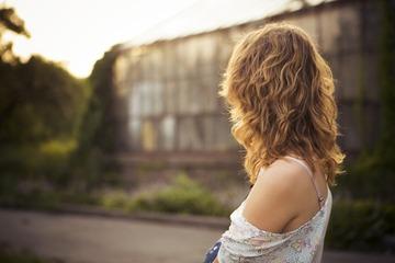 ウルフカットは丸顔女性に似合う!かわいいヘアスタイルを紹介!