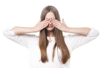 金髪眉毛で髪色に合わせよう!眉毛の簡単な染め方解説!