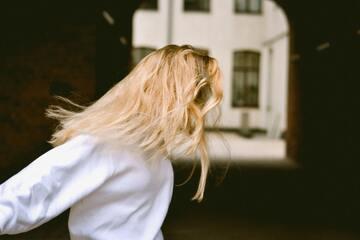 金髪が似合う人の特徴!似合わない顔の女性の特徴も解説!