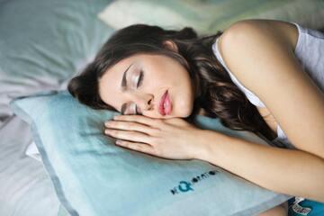 寝癖がつかない方法や寝方は?【ショート・ボブ・ロング・セミロング】