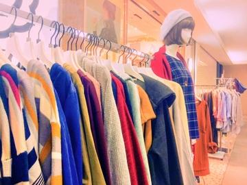女子大学生に人気の服ブランドまとめ!レディースで人気なのはこれ【2021】