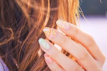 プラチナカラーでツヤと透明感が手に入る?色や魅力を紹介します!