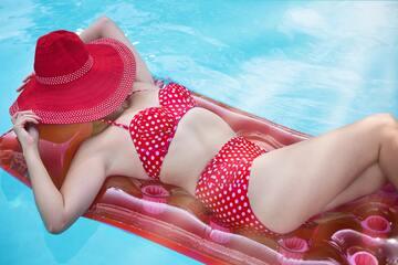 高橋メアリージュンの水着画像集7選!爽やか水着やセクシー水着も!
