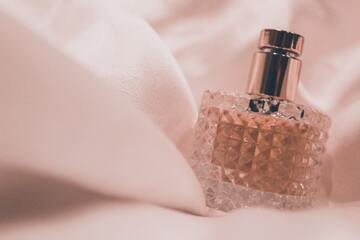【2020年最新】女性芸能人いい香りランキングTOP32!愛用香水をチェック!