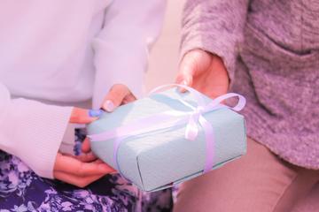 【61選】60代の母の日プレゼント|食べ物・お花などジャンル別で紹介