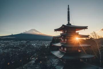 【夢占い】お寺の夢20選|参拝・仏像・燃える・鐘・門・崩壊など