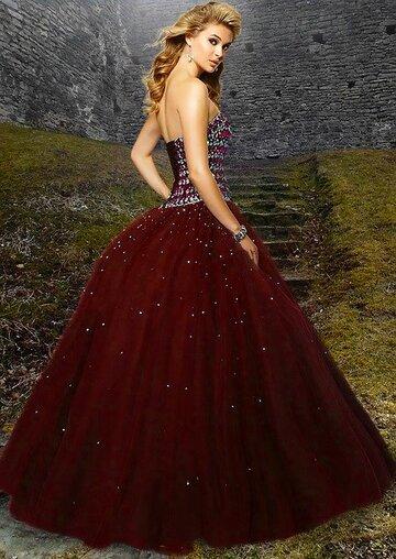 貴族が着ているドレスの名前と特徴|中世ヨーロッパ・ロシア・中国もご紹介