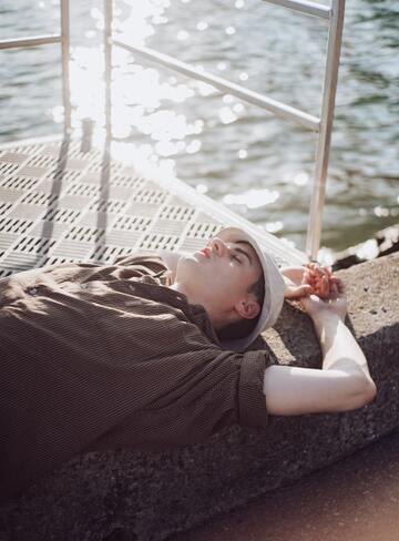 彼氏が寝てばかりでつまらない…愛情がなくなったから?見返す方法も!