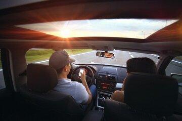 女性を車に乗せる男性心理とは?付き合う前に助手席に乗せるのは脈ありサイン?