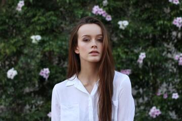 白シャツコーデで格上げ大人女子に。女度アップの白シャツスタイリング集
