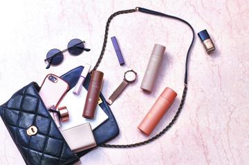 梅雨の湿気に勝つ!髪のうねりや広がりを抑えるヘアアレンジ&おすすめスタイリング剤