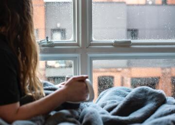 雨の日でもより楽しく!おうち時間を快適に過ごせるおすすめインテリア&グッズ10選
