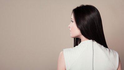 夏の正しい頭皮ケアを伝授!抜け毛、パサつき、フケ…気になる髪悩みの原因は「頭皮の冷え」かも